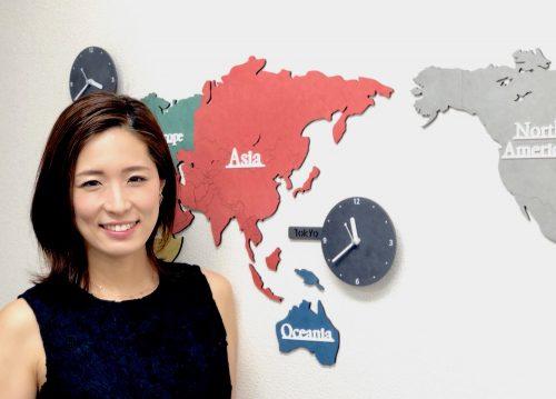 世界地図と英語の先生