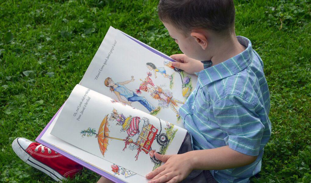 英語の絵本読もう子ども