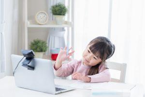 子どもがオンライン英会話を受講している
