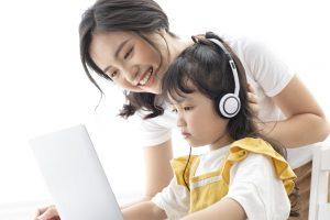 親子でオンライン英会話を受講している