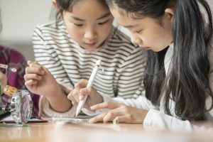 女の子達英語勉強
